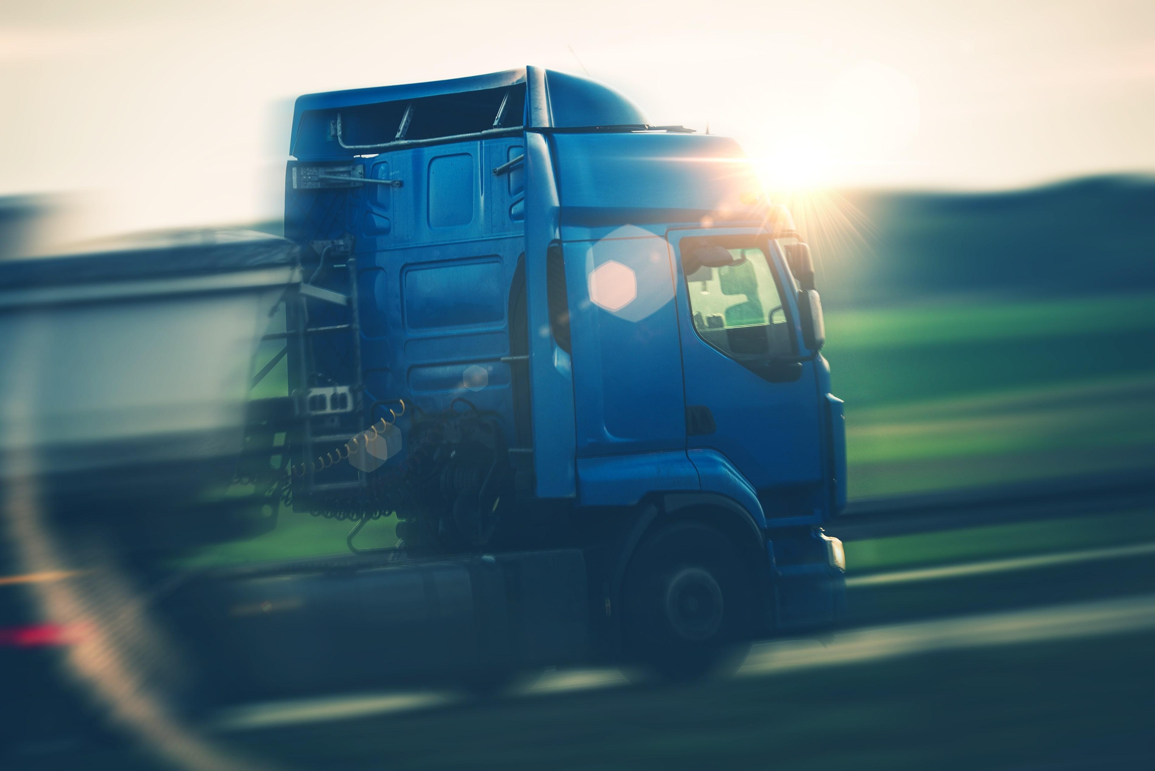 semi-truck-transportation-PX5CGD3-min